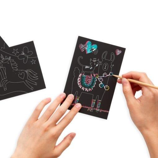 112414-3 OOLY Skrapmotiv Funtastic Friends Scratch & Scribble Mini Art Kit
