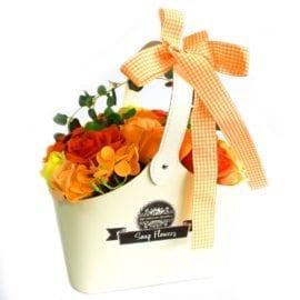112708 Ancient Wisdom Tvålblommor Orange Bukett Presentkorg
