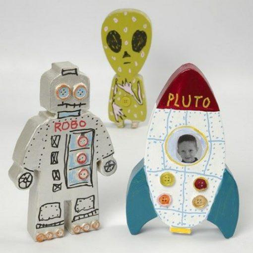 112781-1 Papier-maché Astronaut, Rymdraket, Utomjording 18x2.5 cm