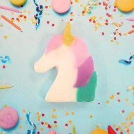 112856-2 Bomb Cosmetics Tvål Don't Stop Believing Unicorn Shaped Soap