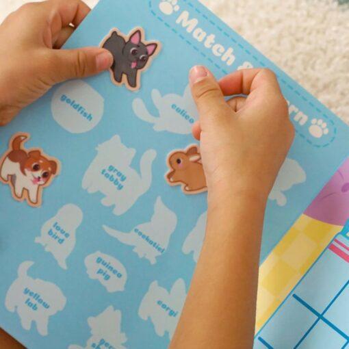 113591 OOLY Aktivitets Kit med Flyttbara Klistermärken Play Again Mini Pet Play Land6